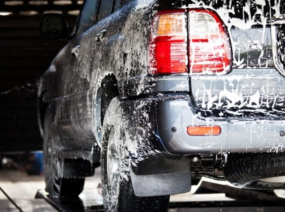 How to remove a stain of rust on the body of a vehicle