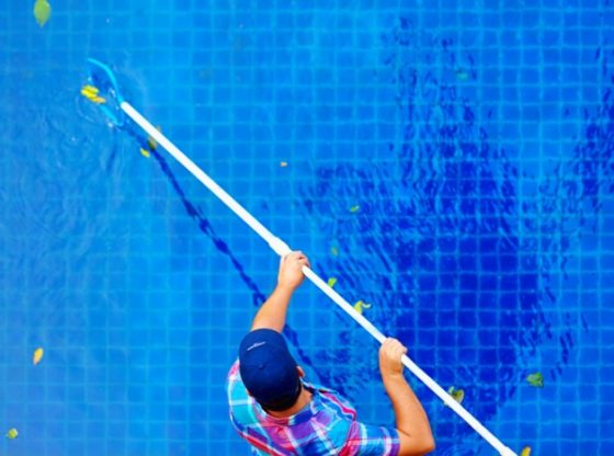 The Many Different Pros and Cons of Pool Chlorinators